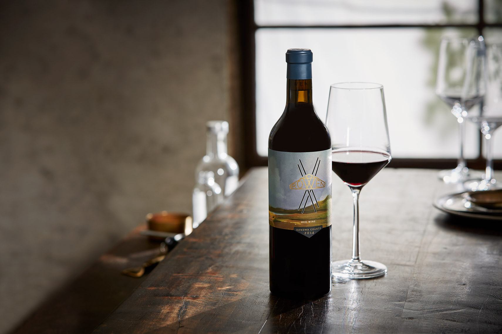 AlanCampbellPhotography, Rowen Wine on a rustic table